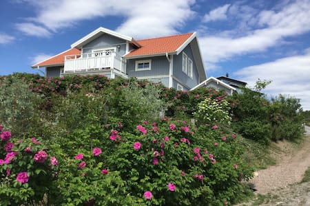 House with sea view on the idyllic Sannäs - Huis