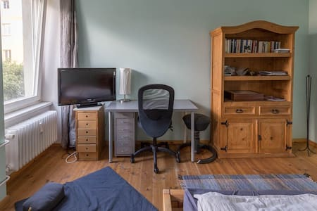 nice room in multiculti flat share - Lejlighed