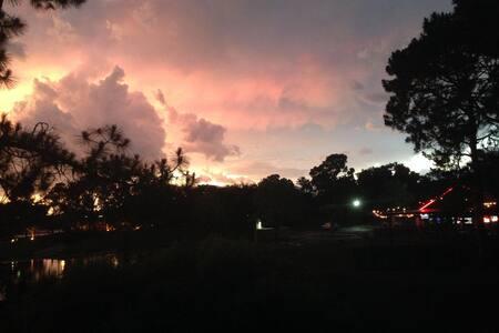 Charming Home Stay for your Orlando, FL getaway - Maison de ville