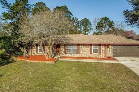 Pool Home in Orange Park, Jacksonville Area! - Ház