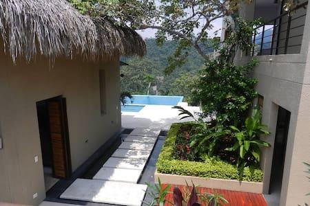 Linda casa en Anapoima para descansar en famila - House