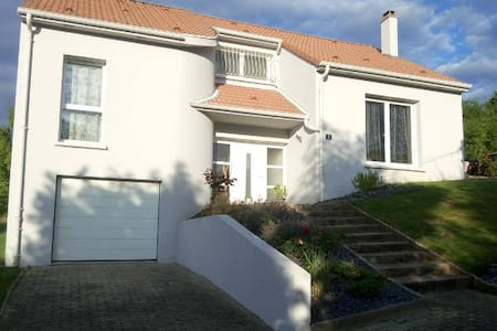 Spacieux étage privatif avec SDB+WC - Metz - House