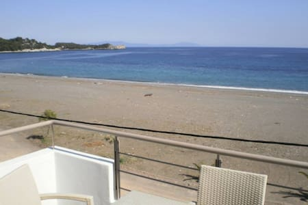 Apartment by the sea - Agkali - Apartment