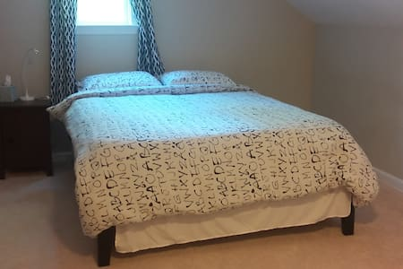 Spacious room, parking, 30 mins from DC and Bmore - Beltsville