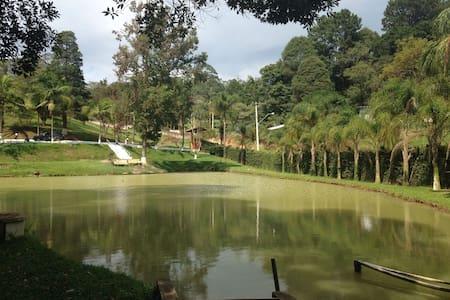 Chácara - Campo de futebol, piscina e churrasco - Vargem Grande Paulista - Casa