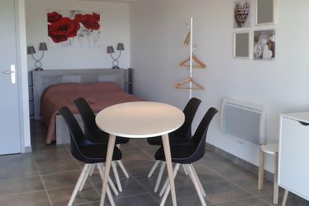 studio dans villa - Wohnung