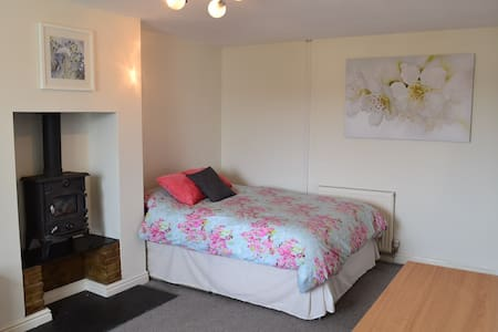 Spacious en-suite double room. Creekside village. - Mylor Bridge - Bed & Breakfast
