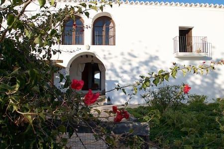 CanViernes, Lovely double room private bathroom - Santa Eulalia del Río - House