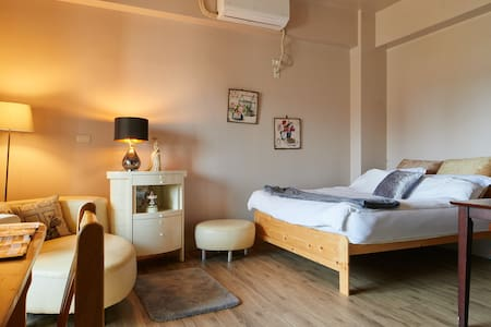 Faguohai Guest House (Terrace陽台湖景房) - Bed & Breakfast