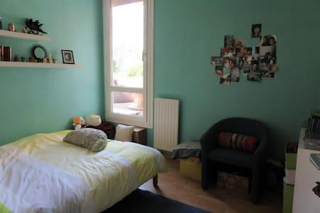 Chambre avec terrasse proche Paris - Appartement