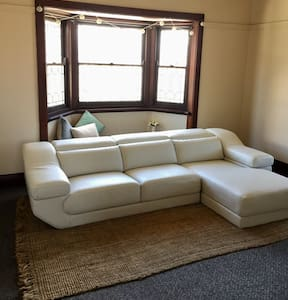 Spacious one bedroom in Mayfield - Mayfield - House
