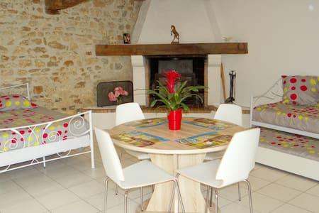 studio 30 m2 pour 4 personnes dans petit village - Luchat