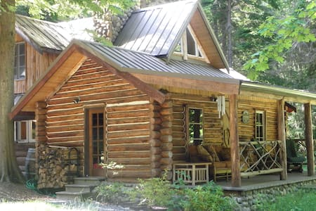 EAGLE'S LANDING 114 Yr Old Log Cabin - Cottage