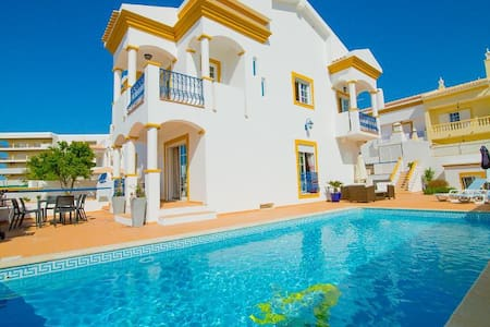 6 bedroom villa near beach - Guia