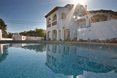 Beautiful 3 Bedroom Holiday Villa - Villa