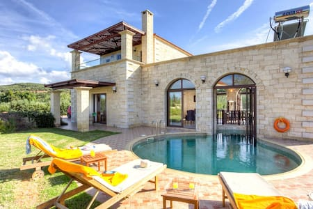Platanias Villa with 2 bedrooms and private pool - Chania