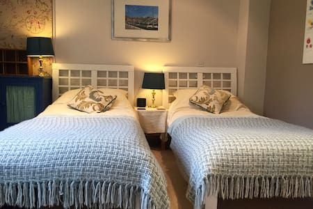 Cosy room in homely house near The South Downs - Liss - Hus