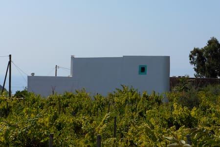 Filicudi, località Liscio, Camera 1 - Filicudi Porto - House