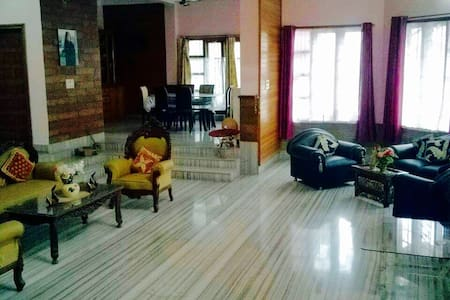 ROOM 1 - Stay at the Heart of GHY - Guwahati - House
