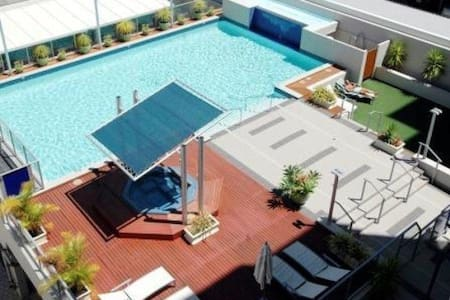 Privateroom in City with Pool & Gym - Apartament