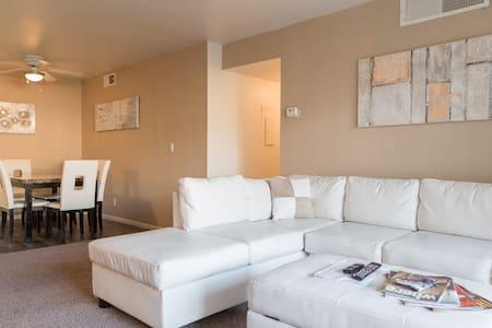 Upgraded 2br/2bath Condo near Strip - Las Vegas - Apartment