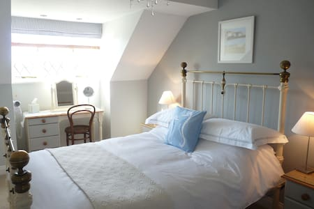 The Cove Room with sitting room. - Padstow