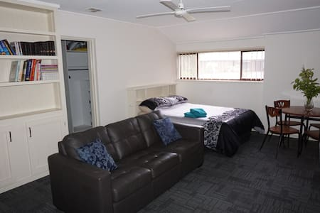 Newly renovated private space - Benalla