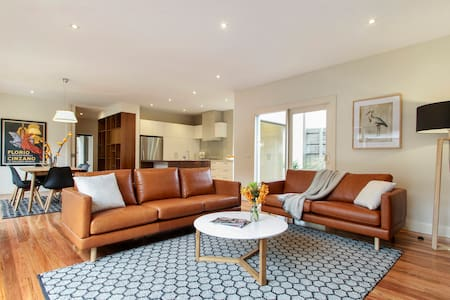 Sandringham style, close to beach shops and train - Haus