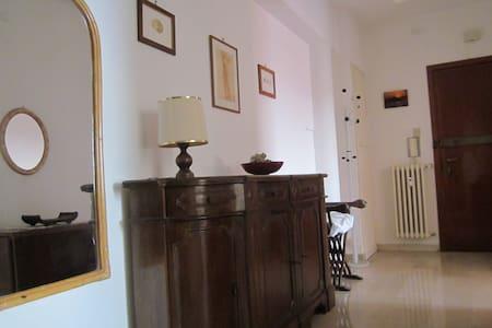 Appartamento confortevole e luminoso - Apartamento
