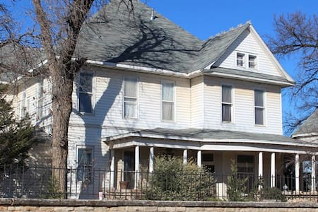 Fowler House Bed and Breakfast - Altus