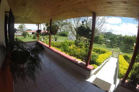 Hermosa finca típica del Quindío - Villa