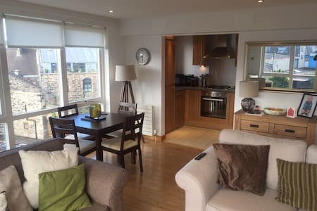 Bright,modern double bedroom -The Shore, Edinburgh - Huoneisto