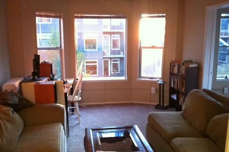 A perfect location in downtown Seattle walking distance from the major tourist attractions: Pike Place Market, Space Needle, and the waterfront. The room has great lighting and even a view of the water. Close to major bus lines and the light rail.