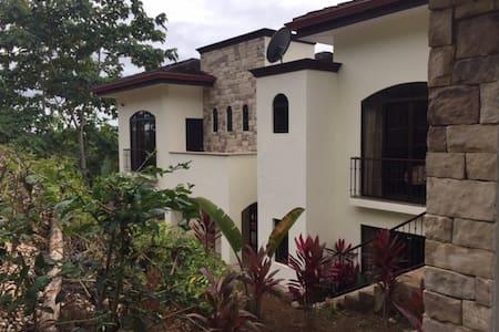 Tropical Castle House Paradise - Esterillos Este