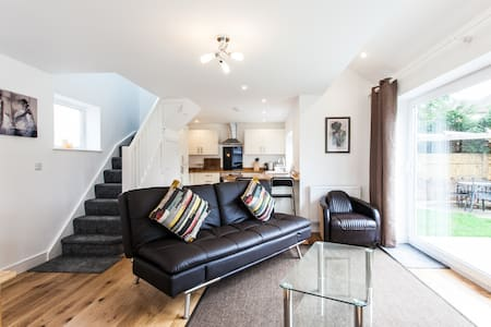 Superb Coach House in Quiet Location - Cardiff