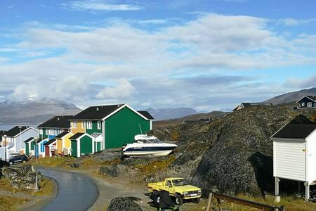 Beautiful Area - little room, Nuuk! - House