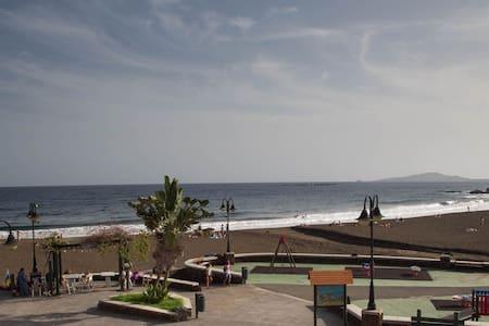 A la orilla de la playa - Taliarte - Lejlighed