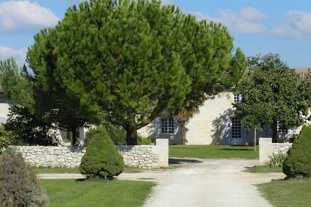 Charmante dépendance proche de St Emilion - Rumah