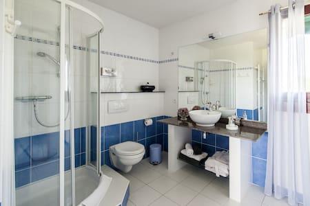 Villa Touloumo    chambre SOUILLAC 2 personnes - Guesthouse