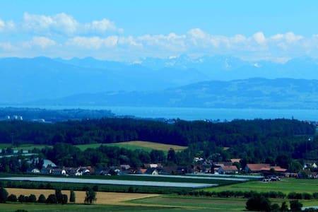 Panorama Ferienwohnung & Hallenbad - Oberteuringen - Apartamento
