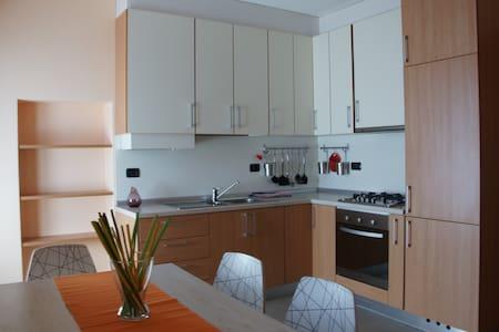 Appartamento a 10min dall'aeroporto - Apartemen