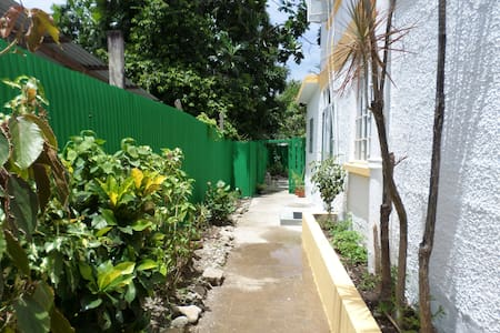 Inniss Apartment - Five minutes walk to the beach - Apartment