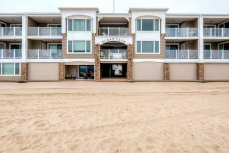1BR Oceanfront Mantoloking Condo - Condominium
