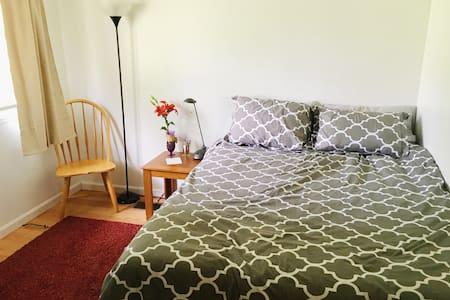 Cozy Bedroom, Germantown MD (shared bathroom+wifi) - Reihenhaus