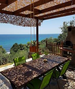 romantic house next to  the sea - Chorefto - Rumah