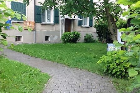 Kleine Wohnung in ruhigem Quartier - Wohnung