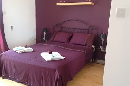 Double bedroom with en suite shower - Haus