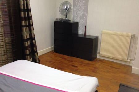 Belle chambre calme oullins centre - Wohnung