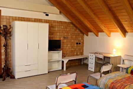 Eco Room (3p.) for Milan Malpensa Lakes - Cerro Maggiore - Hus