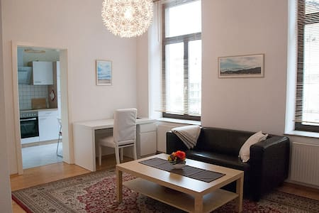 Cozy modern flat in the centre near train station - Apartamento
